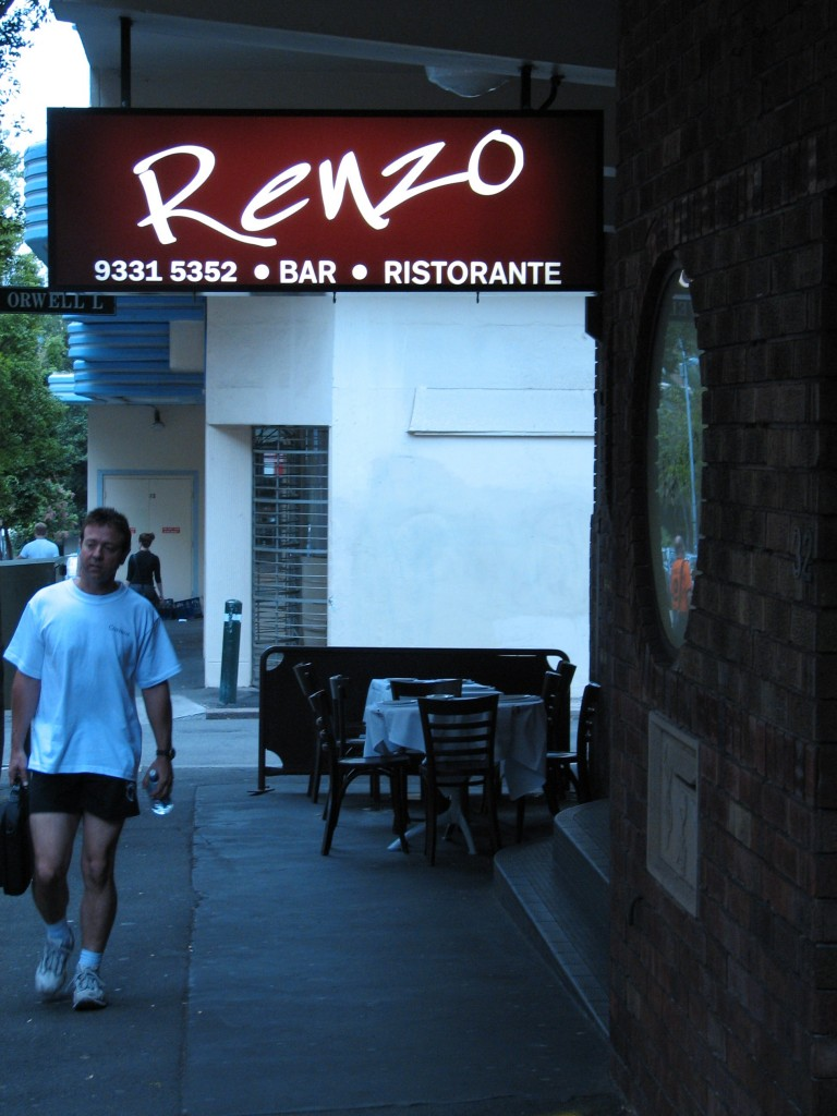 Kleines Restaurant mit Namen Renzo in Sydney